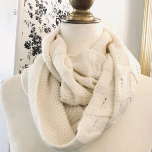 Accessories - 💥 White Knit Infinity Scarf